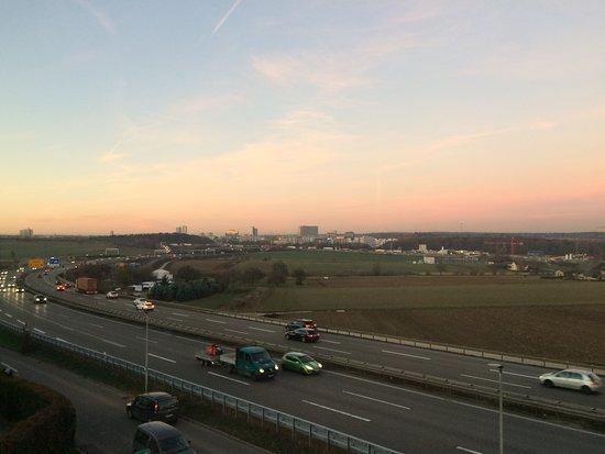 Leinfelden-Echterdingen, Alemanha: view from the window at the corridor