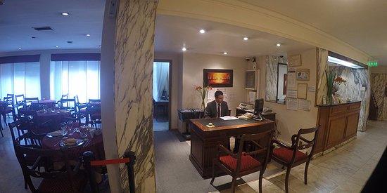 Salles Hotel: Confitería-Recepción