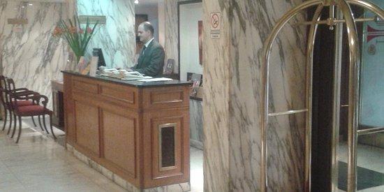 Salles Hotel: Conserjería