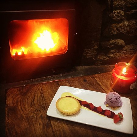 Larkhall, UK: Deserts by the fire
