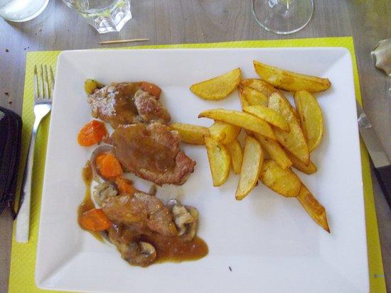 Ambares-et-Lagrave, France: ris de veau et frites maison