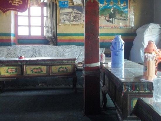 Amdo Guesthouse : Detalle del comedor