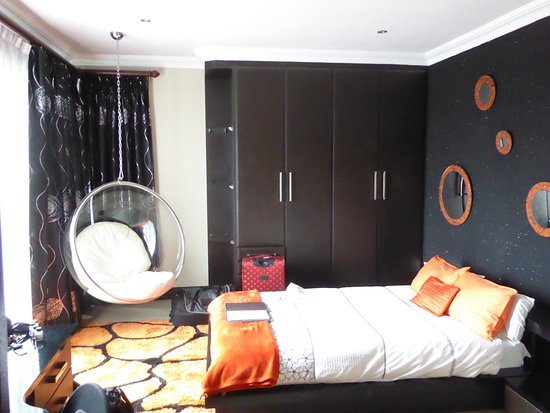 Benoni, South Africa: Large room and comfortable bed