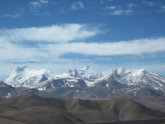 Tingri County, China: Imagen de la cordillera Himalaya.