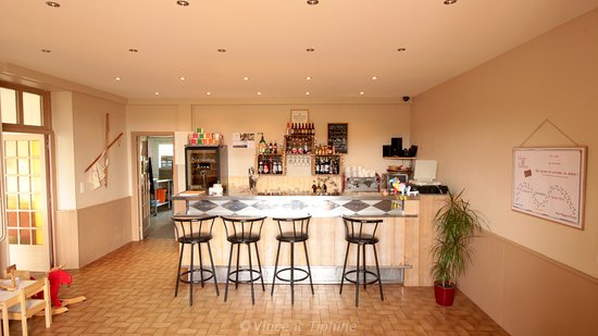 Aydat, France: Hall - Bar
