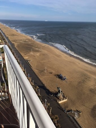 Hilton Virginia Beach Oceanfront: View from balcony