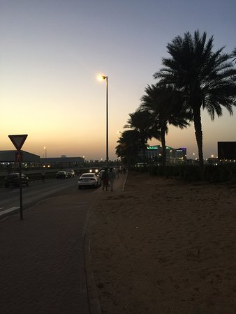 Holiday Inn Express Dubai Airport: Best choice to stay here when u were traveling to Dubai! they offer a shuttle bus between the ai