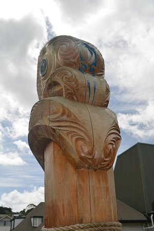 Russell Museum: Carvings outside the museum.
