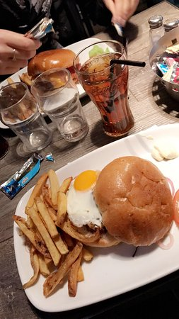 Ninkasi : Restaurant sympathique, bon burger.