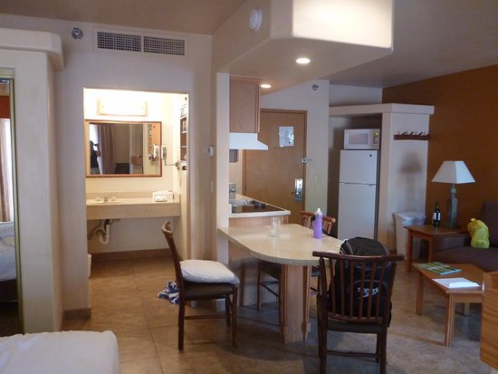 Bell Rock Inn: Ensuite bathroom, full size fridge