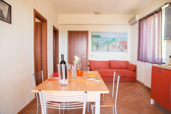 Appartamento Montecorvo soggiorno con divano letto,angolo cottura ...