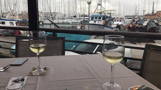 Pesquero Restaurant: Un buen vino con un buena vista!!!
