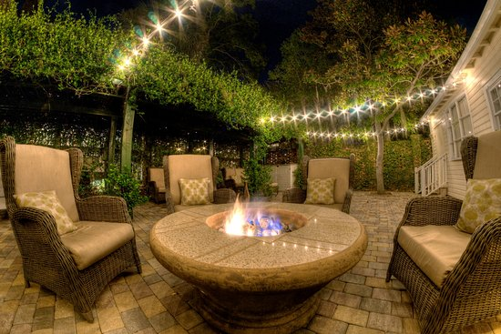 The Beaufort Inn: Join us everynight during the winter starting at 6pm for Marshmallow's by the Fire in the Spa Ga