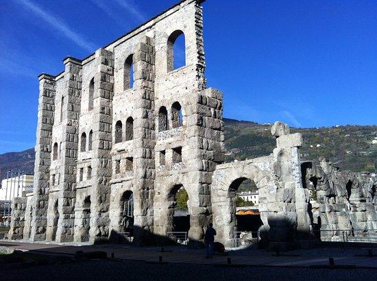 Saint-Vincent, อิตาลี: Teatro romano di Aosta, la Roma delle Alpi!