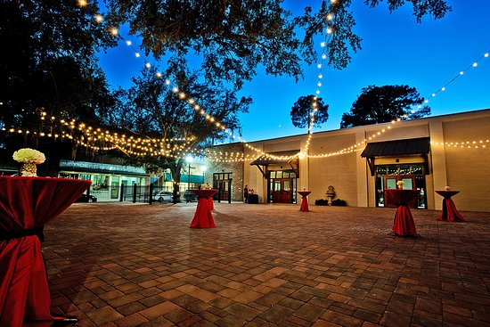 Tabby Place is The Beaufort Inn's largest indoor & outdoor venue space! Inquire Today!