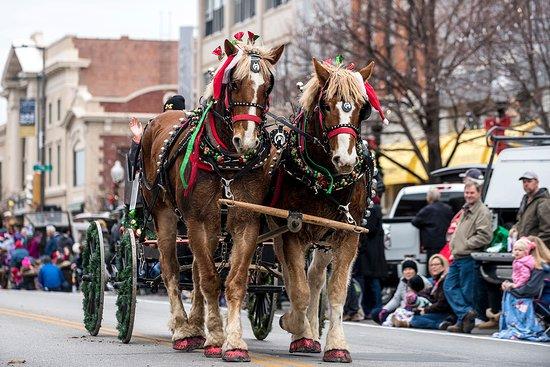 Lawrence, KS: Old-Fashioned Christmas Parade