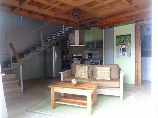 Hotel Banana Azul: Small bathroom, living and kitchen on the main floor
