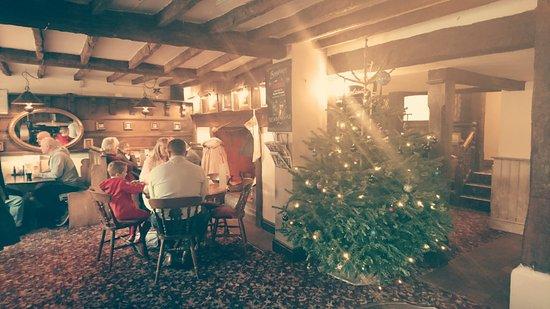 Henley-in-Arden, UK: The Black Swan. Christmas is coming! (2016)