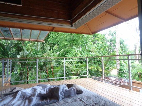 Hotel Banana Azul: The glass walls slide away making the bedroom feel like it's outside