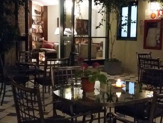 LP Los Portales Hotel Cusco: Patio interno, en el que se puede almorzar o tomar alguna infusión de cortesía, con vista a una