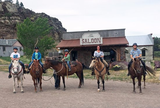 Wolf Creek, MT: Our family in front of the ranch saloon