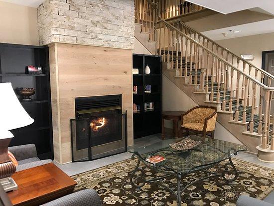 Country Inn & Suites By Carlson, Dalton: Lobby