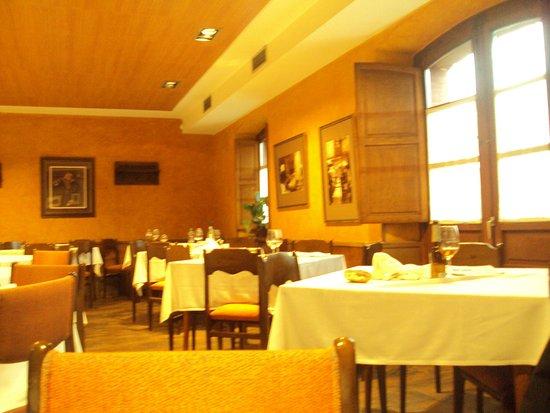 Restaurante La Máquina : Comedor del fondo.