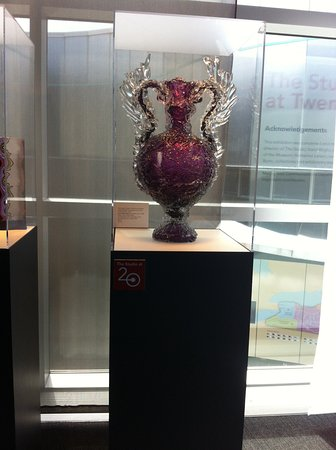คอร์นนิง, นิวยอร์ก: Clear and colored glass in one beautiful piece of art