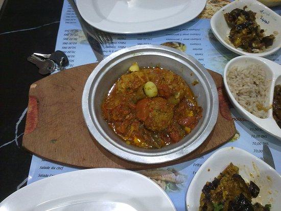 Snack El Bahri : Free tapas with free fishball tajine