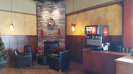Hot Table Panini: Lounge Dining Area