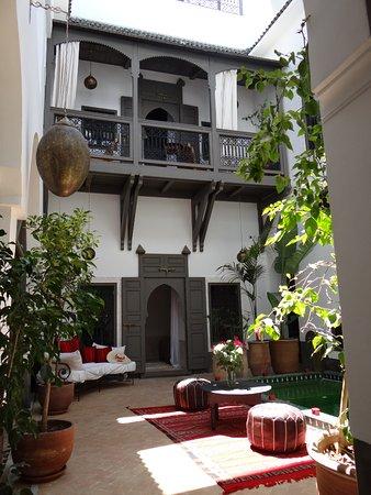 Le patio et son bassin - Picture of Riad Le Jardin des Sens ...