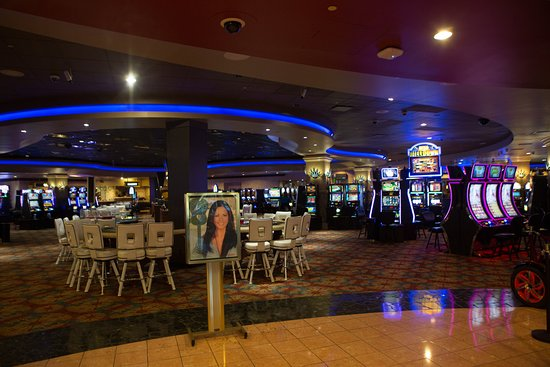 Seven Feathers Casino Resort: Seven Feathers Casino floor
