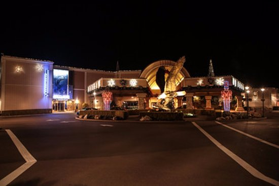 Seven Feathers Casino Resort: Casino entrance