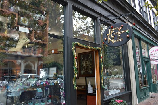 Jewelry Consignment Network: This is the front of the store decked out for Christmas.