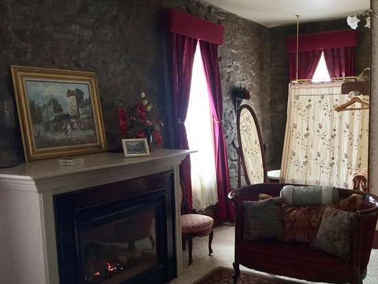The Inn of the Rockies at the Historic Alma House: The Caboose - Room 10