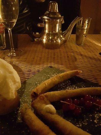 Le Pradet, Francja: Dessert très bon et original, avec une chantilly banane délicieuse.