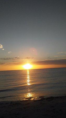 Outrigger Beach Resort: Sunset Gulf side