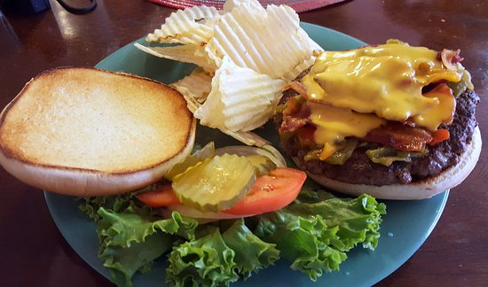 Magdalena, NM: Bacon cheese chile burger with chips