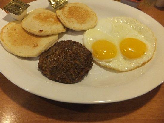 Kykotsmovi Village, อาริโซน่า: Breakfast of pancakes sausage patty and eggs