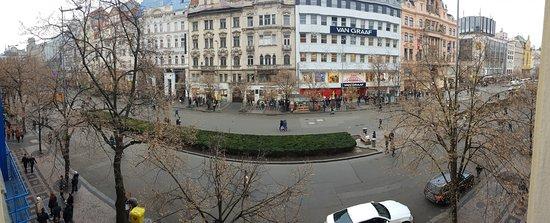 Adria Hotel Prague: View to the street