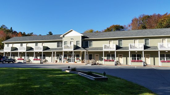 Cromwell Harbor Motel: main building