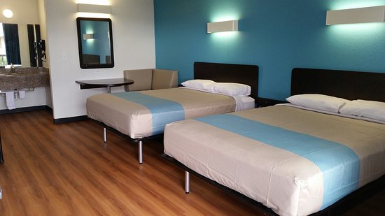 Motel 6 Beeville: Two Queen Size Beds (QQNS) Includes Mini Fridge and Microwave