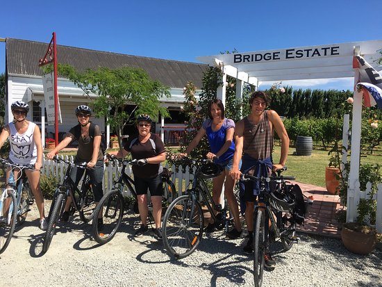 Gisborne, New Zealand: Fab day ! Great service. First stop Millton's for wine tasting, then our team cycled to Bridge E