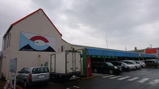 Yaizu Sakana Center: Entrance to carpark