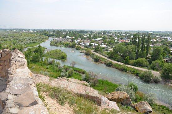 Taraz, Καζακστάν: У мавзолея Тектурмаса бежит река Талас