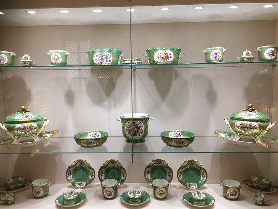 Superbe Sisi Museum: A Dining Serving Set