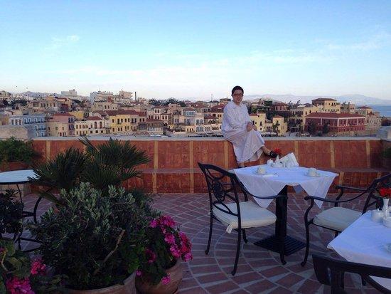 Pandora Suites Hotel: Rooftop breakfast area