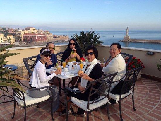 Pandora Suites Hotel: Rooftop breakfast/dining area