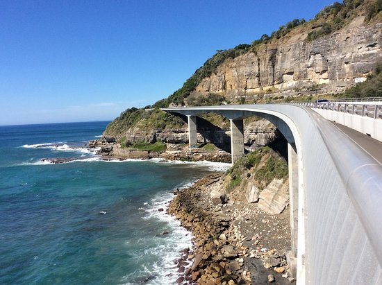 Grand Pacific Drive - Sydney to Wollongong and Beyond: Sea cliff bridge walking parth