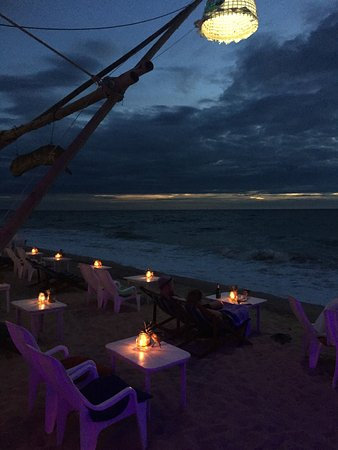Lanta Nature Beach Resort: The location of the bar of this resort is great, very beautiful views and very friendly people w